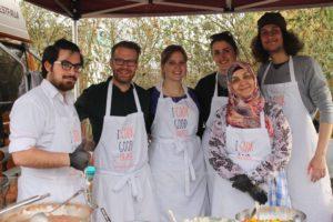 Gemeinsam kochen von Beheimaten und Geflüchteten