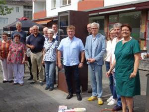 Ein Freitag, der 13., als Glückstag: Einweihung des Bücherschranks in Holweide