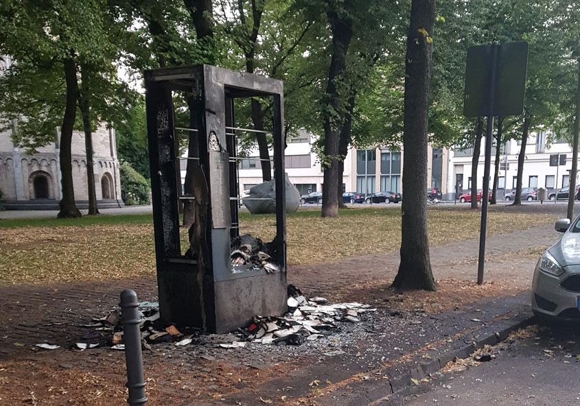 Ausgebrannter Bücherschrank am Gereonsdriesch